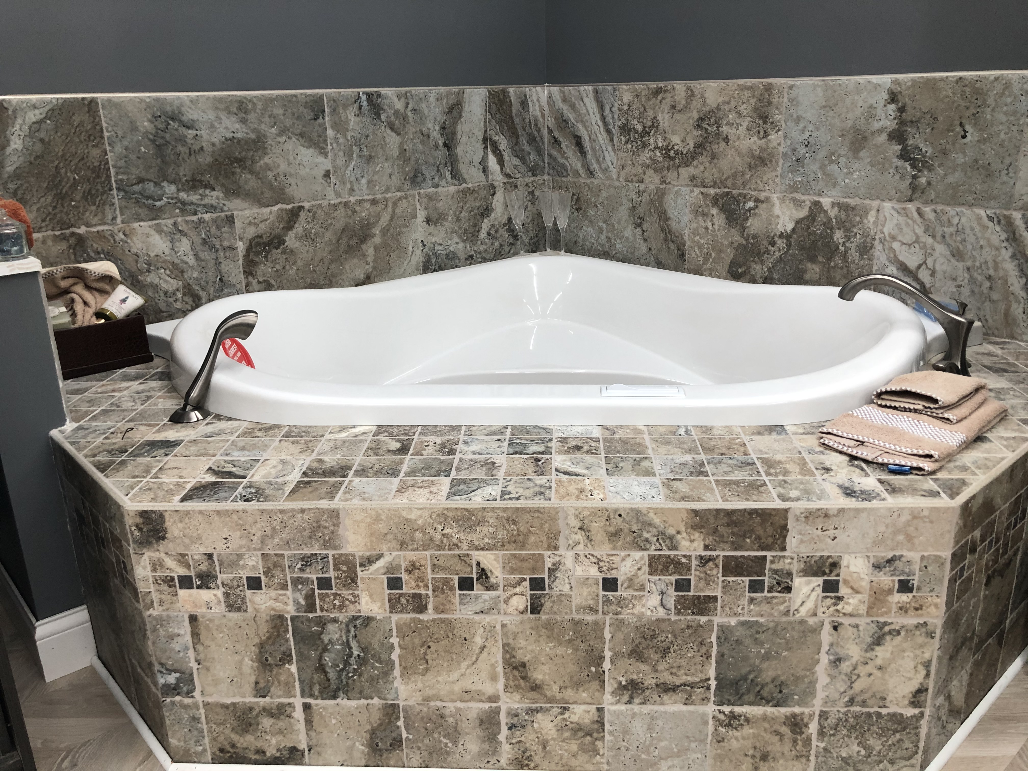 "57"" Corner Soaking Tub"